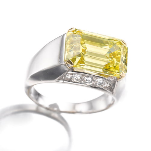 10.30 carat Fancy Vivid Yellow VS1 emerald cut diamond - Original Setting
