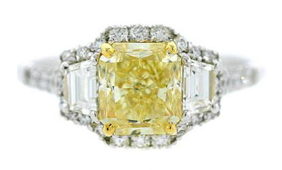 1.30ct Fancy Light Yellow diamond flanked by trapezoid diamonds
