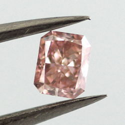 Fancy Intense Pink, 0.30 carat, SI2