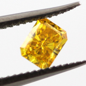 Fancy Vivid Orangy Yellow Diamond, Radiant, 0.21 carat, VVS2