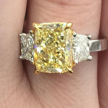 Fancy Light Yellow Diamond Ring, Cushion, 3.38 carat, VS1 - Thumbnail