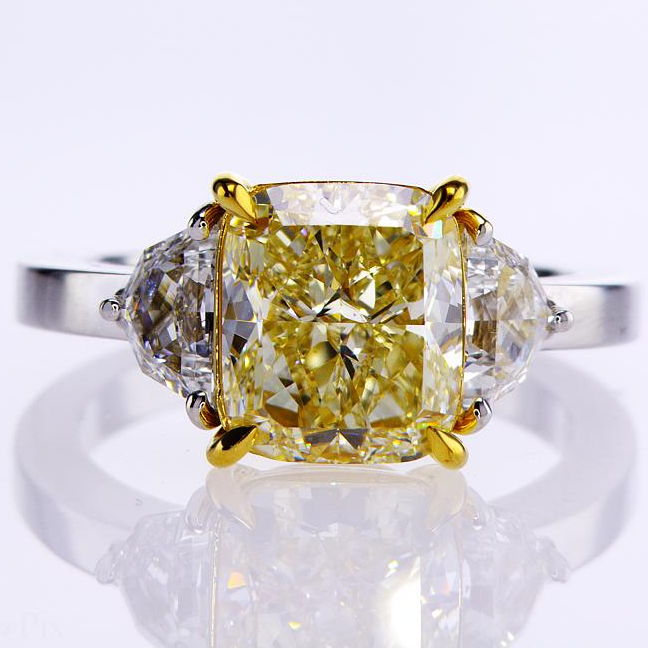 Fancy Light Yellow Diamond Ring, Cushion, 4.09 carat, VVS2