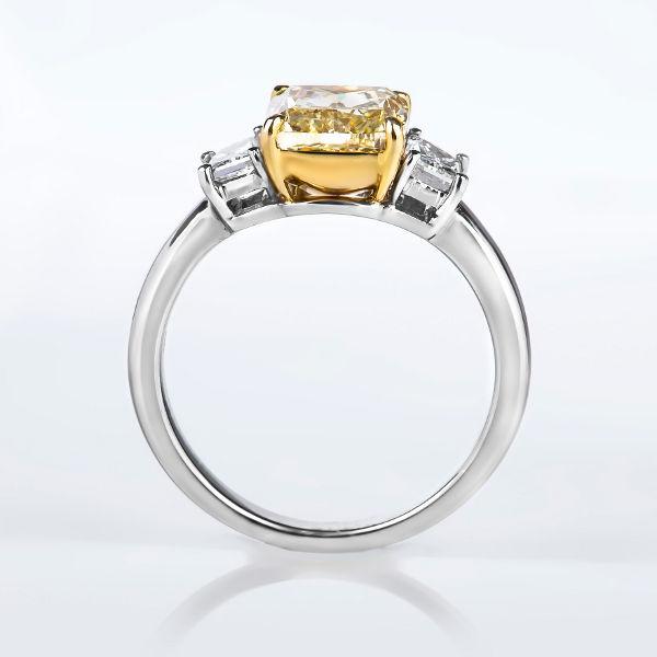 Fancy Yellow Diamond, Cushion, 2.28 carat, VS1 - B