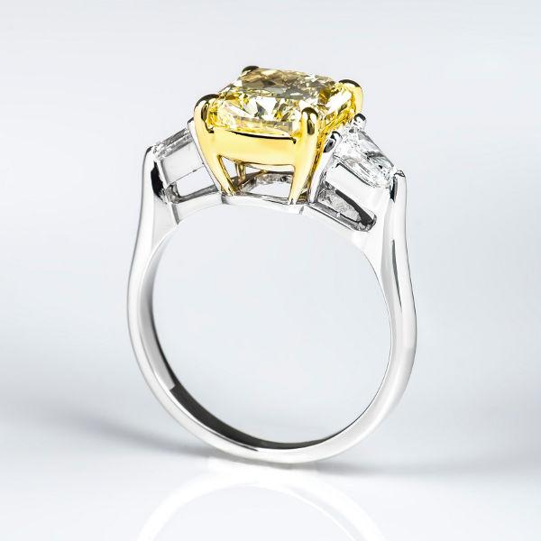 Fancy Yellow Diamond Ring, Cushion, 3.13 carat, VVS2 - B