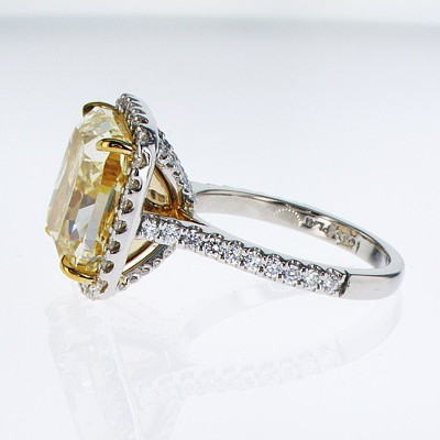 Fancy Light Yellow Diamond Ring, Cushion, 10.05 carat, VS2 - B