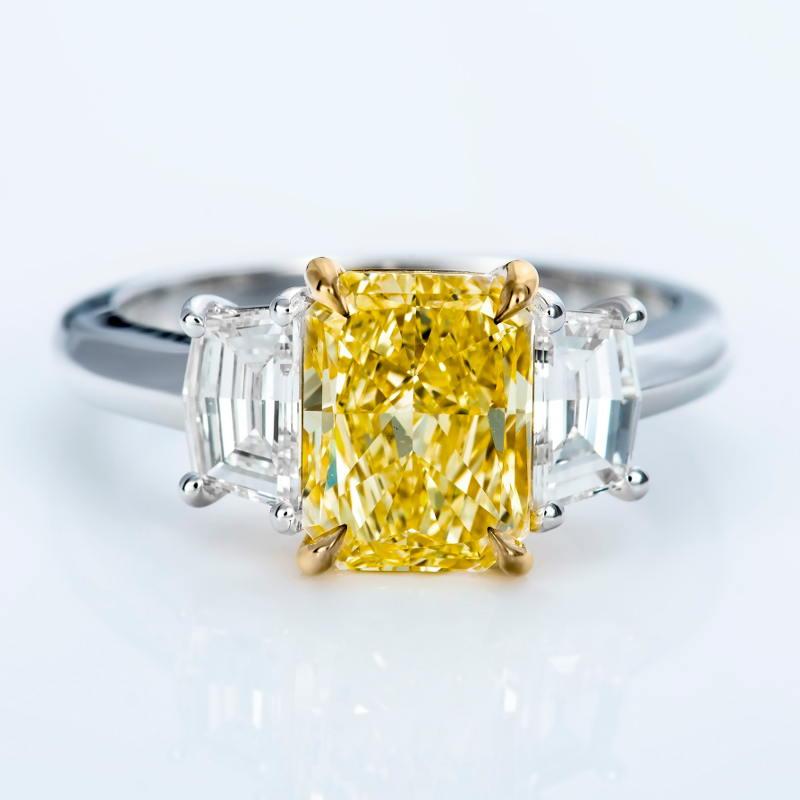 Fancy Light Yellow Diamond Ring, Radiant, 2.04 carat, SI1
