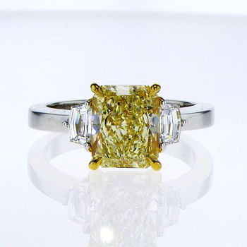Fancy Light Yellow Diamond Ring, Radiant, 2.41 carat, SI1 - Thumbnail