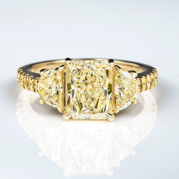 Fancy Light Yellow Diamond Ring, Radiant, 2.03 carat, VS2