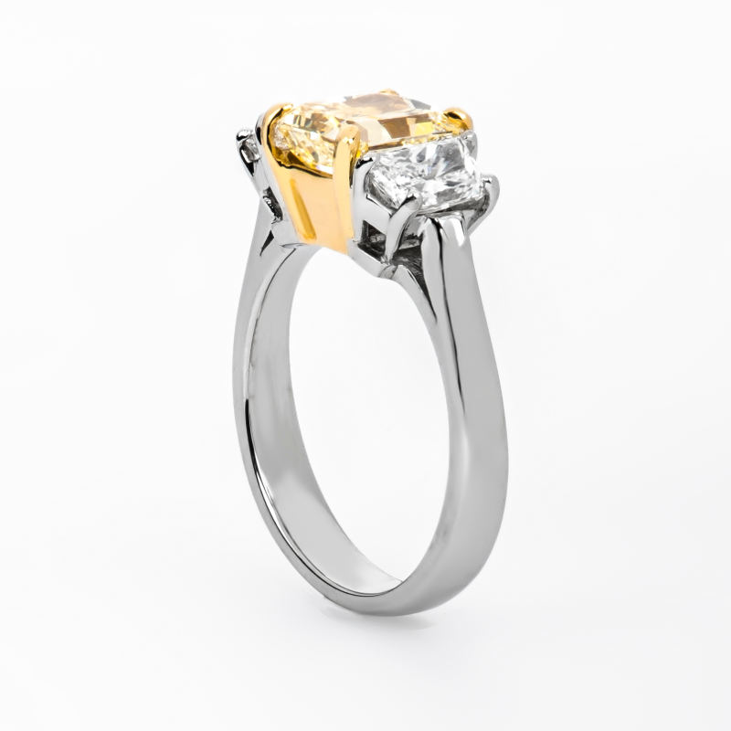 Fancy Light Yellow Diamond Ring, Radiant, 2.05 carat, SI1 - B