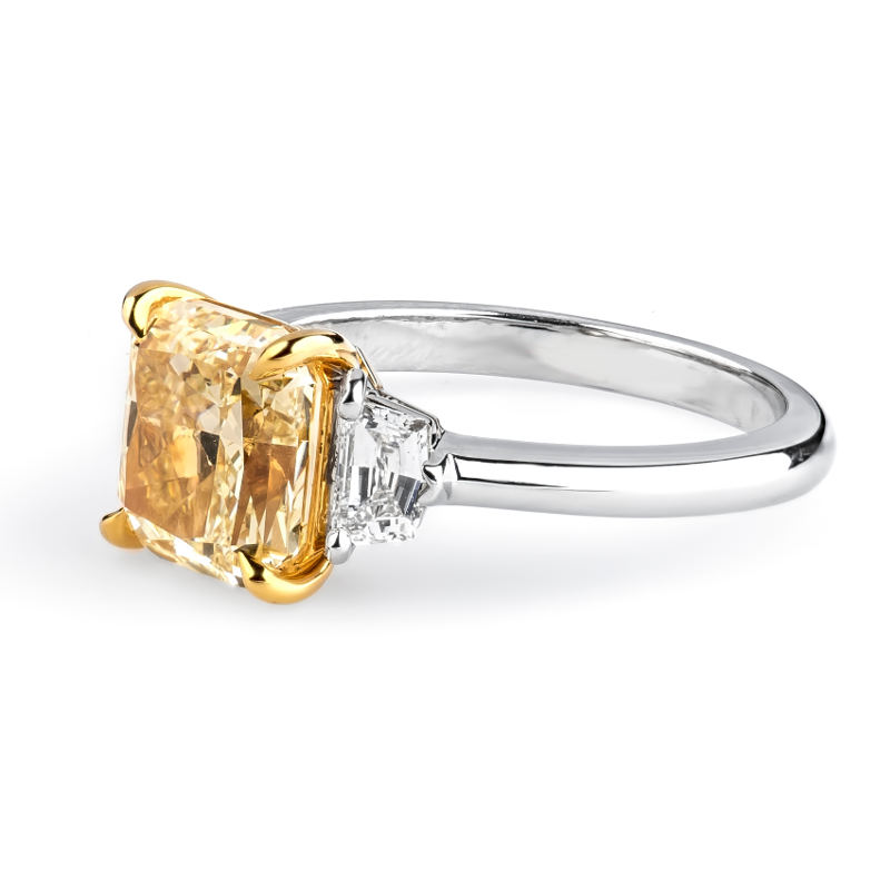 Fancy Light Yellow Diamond Ring, Radiant, 2.81 carat, SI1 - B