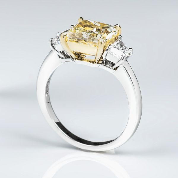 Fancy Yellow Diamond, Radiant, 3.06 carat, VS1 - B