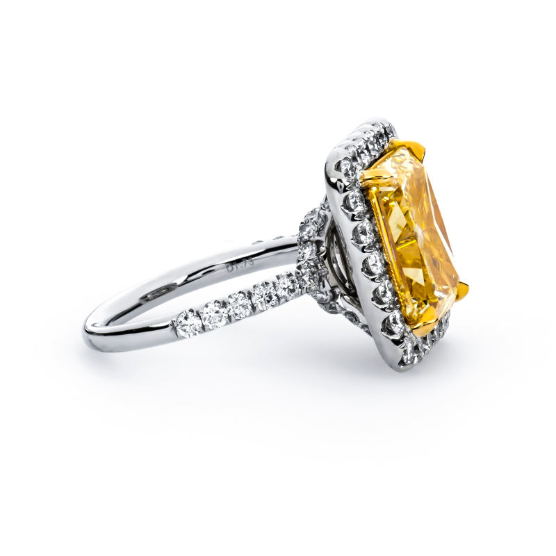 Fancy Light Yellow Diamond Ring, Radiant, 8.78 carat, SI2 - B