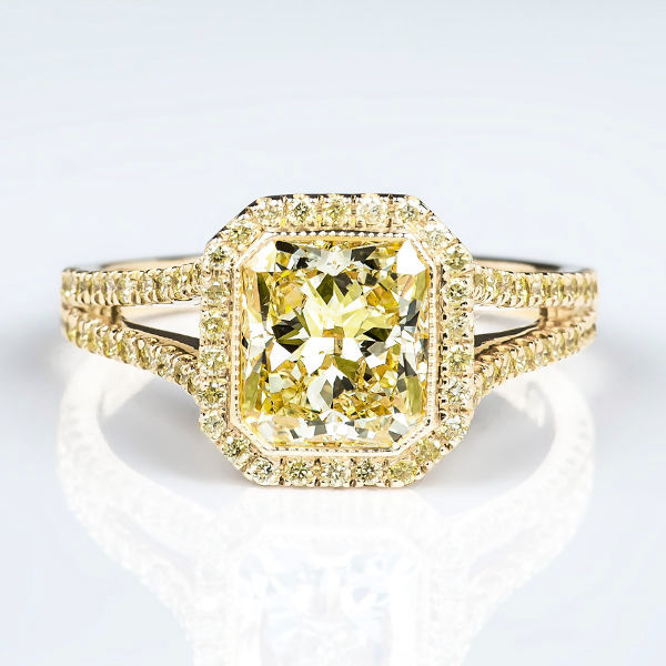 Fancy Light Yellow Diamond Ring, Radiant, 1.70 carat, SI1