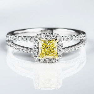 Fancy Yellow Diamond Ring, Radiant, 0.62 carat, SI1 - Thumbnail
