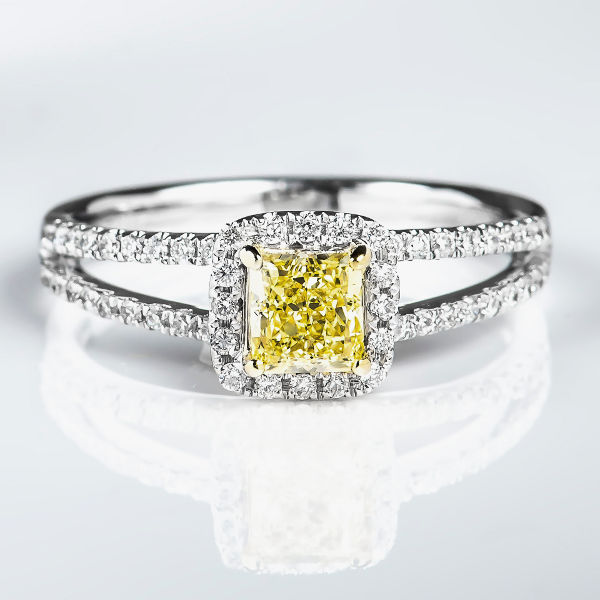Radiant Halo Fancy Yellow Diamond Engagement Ring, 0.91 t.w, SI1