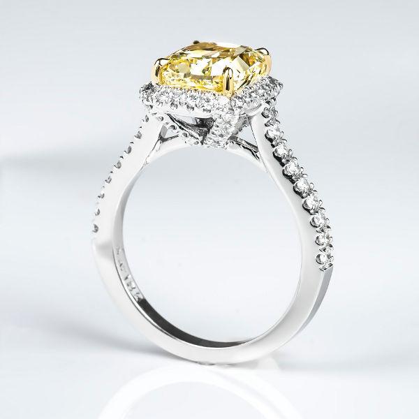 Fancy Yellow Diamond, Radiant, 3.01 carat, VVS2 - B